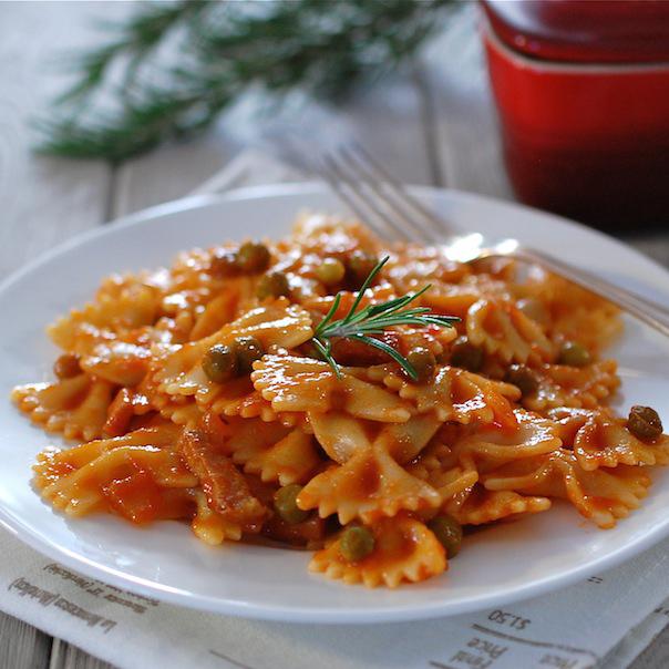 Farfalle al Sugo di Piselli – Farfalle met tomaten-doperwten saus