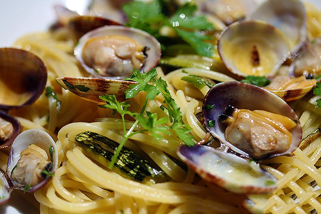 bavette-alle-vongole-e-zucchine
